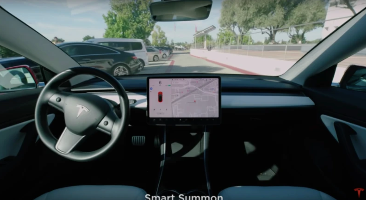 Tesla-smart-summon-parking
