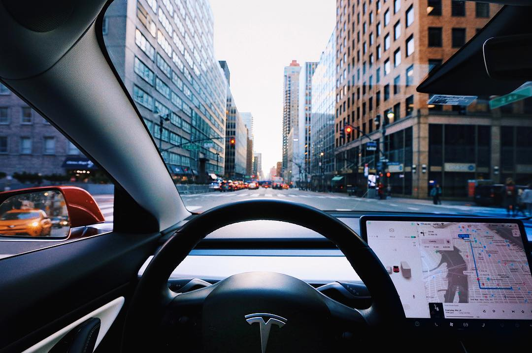Tesla-Autopilot-FSD-subscription