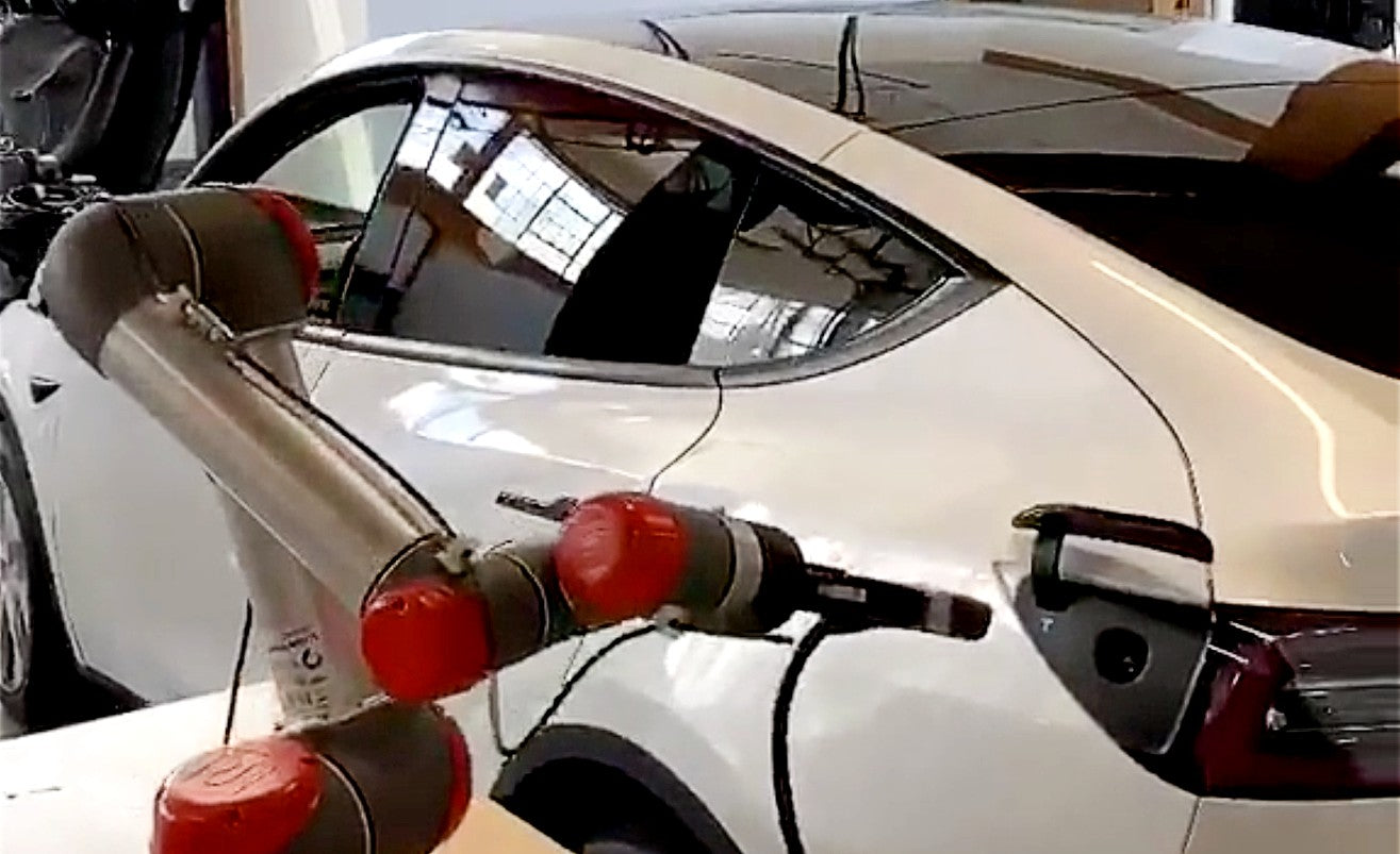 Tesla-Model-3-Charger-Touchless-robot