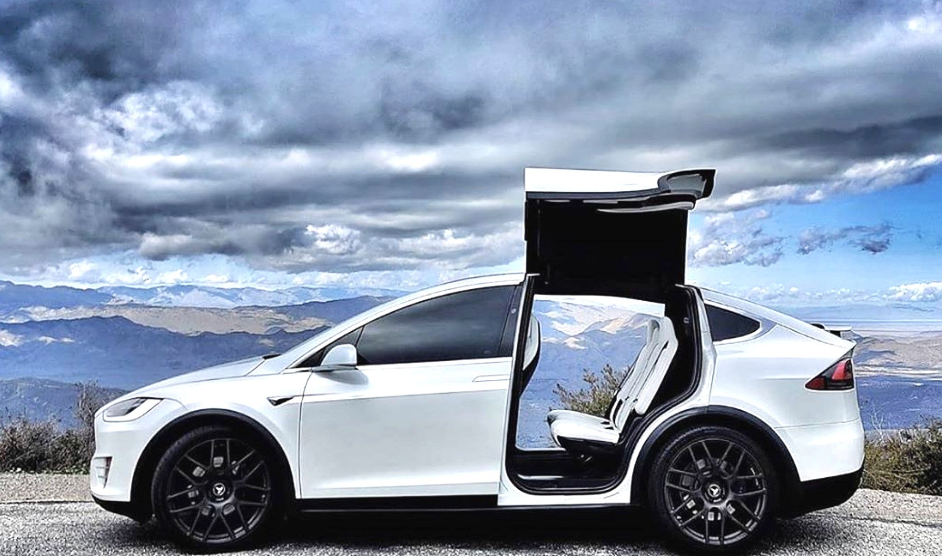 Tesla Model X Falcon Wing Doors Are Godsent For People With Special Needs