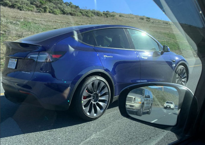 "Tesla Model Y Performance with 21"" Überturbine Wheels Spotted in SF"