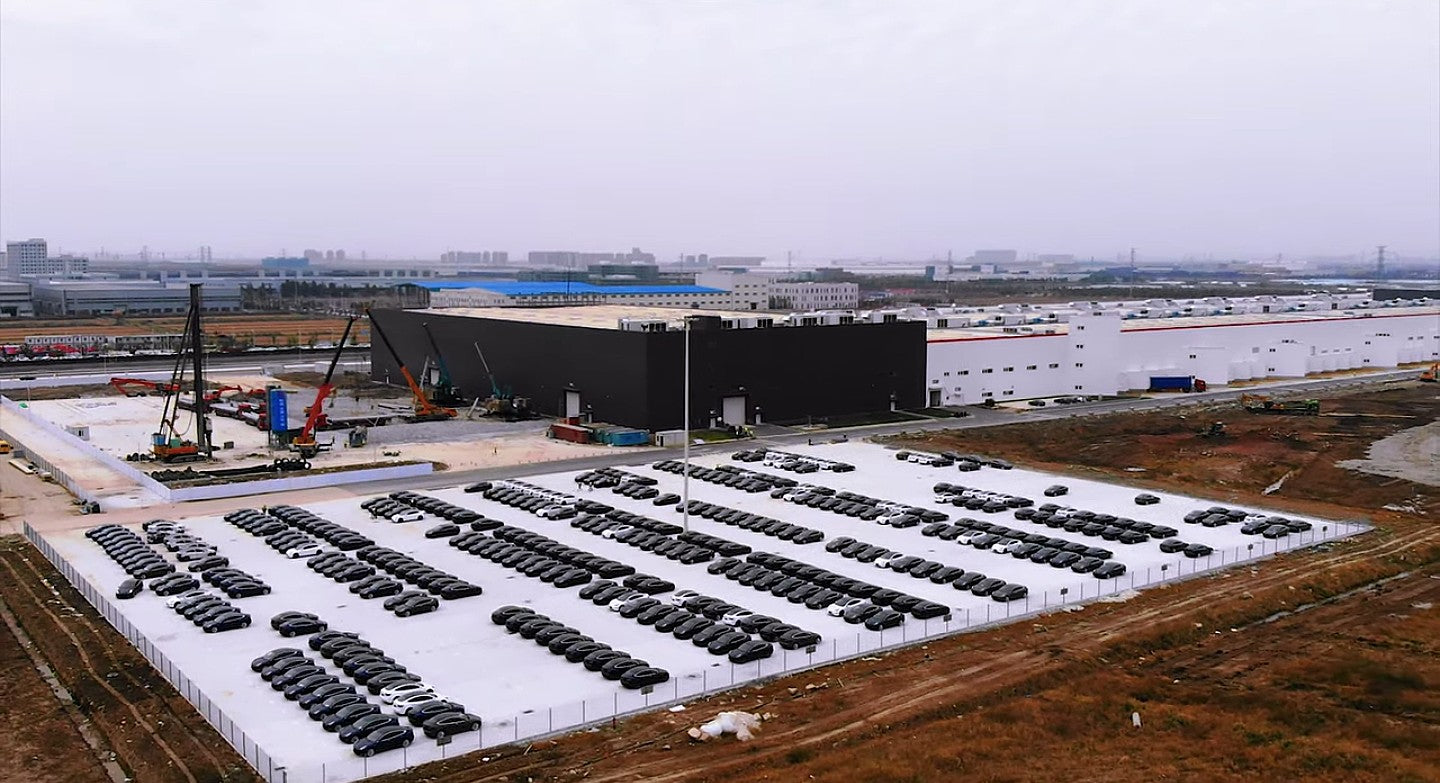 tesla-gigafactory-3-model-3-parking-lots