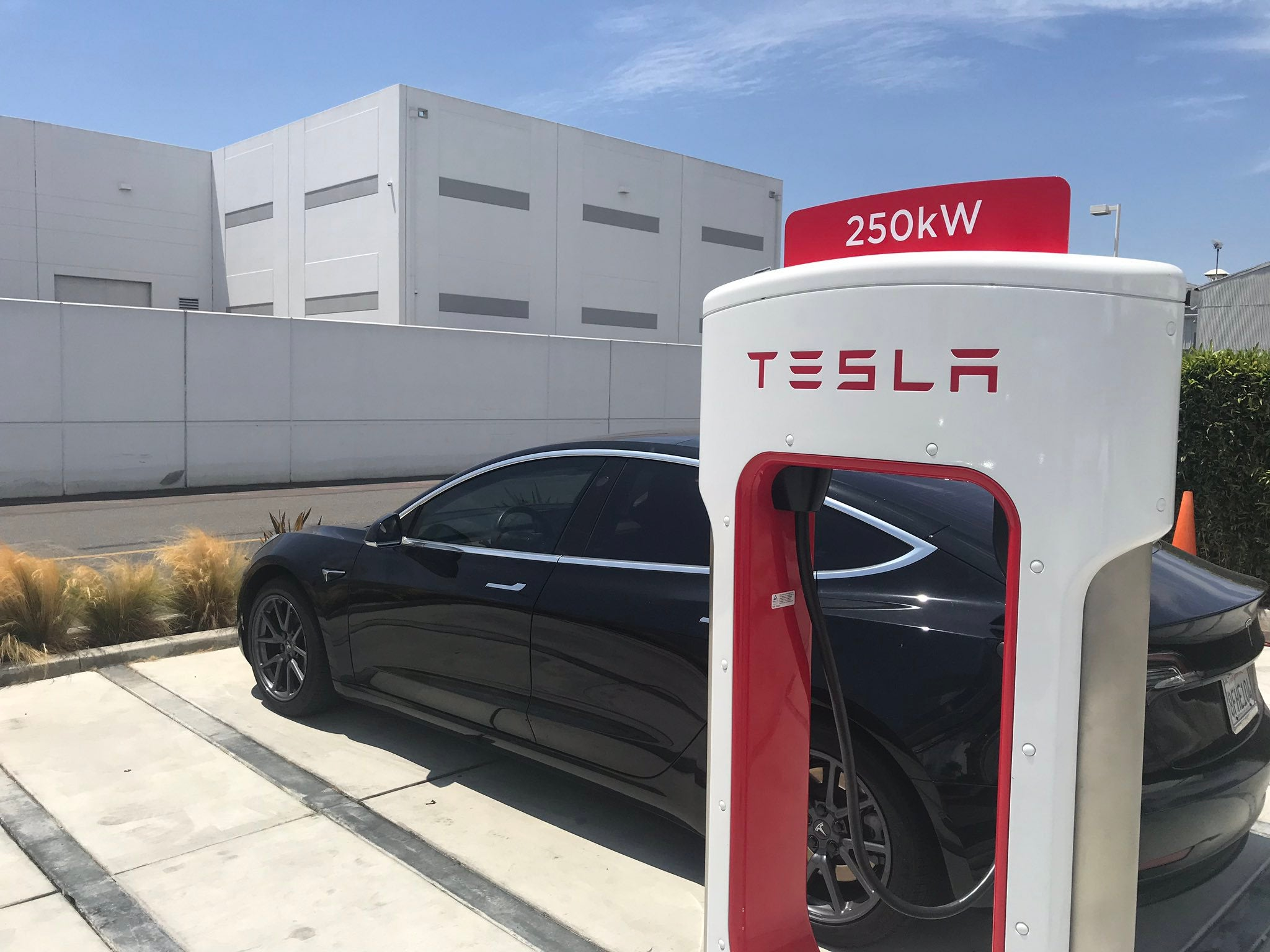 Tesla-Model-3-Supercharger V3