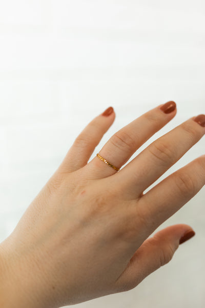 18K Delicate Chain Ring