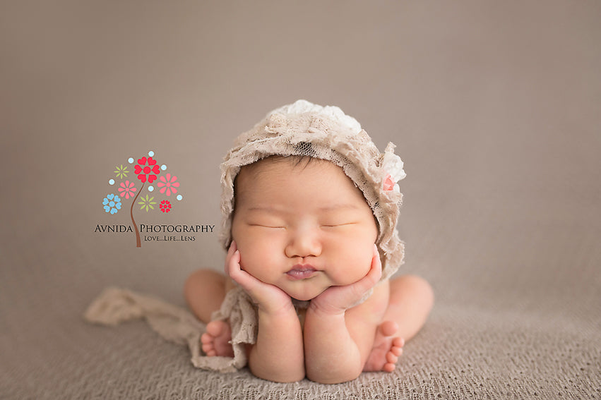 Newborn photos frog pose