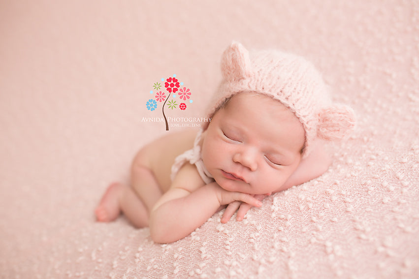 Newborn Photography Poses Chin on Hands