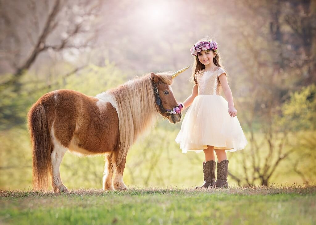 Photographing children with unicorns