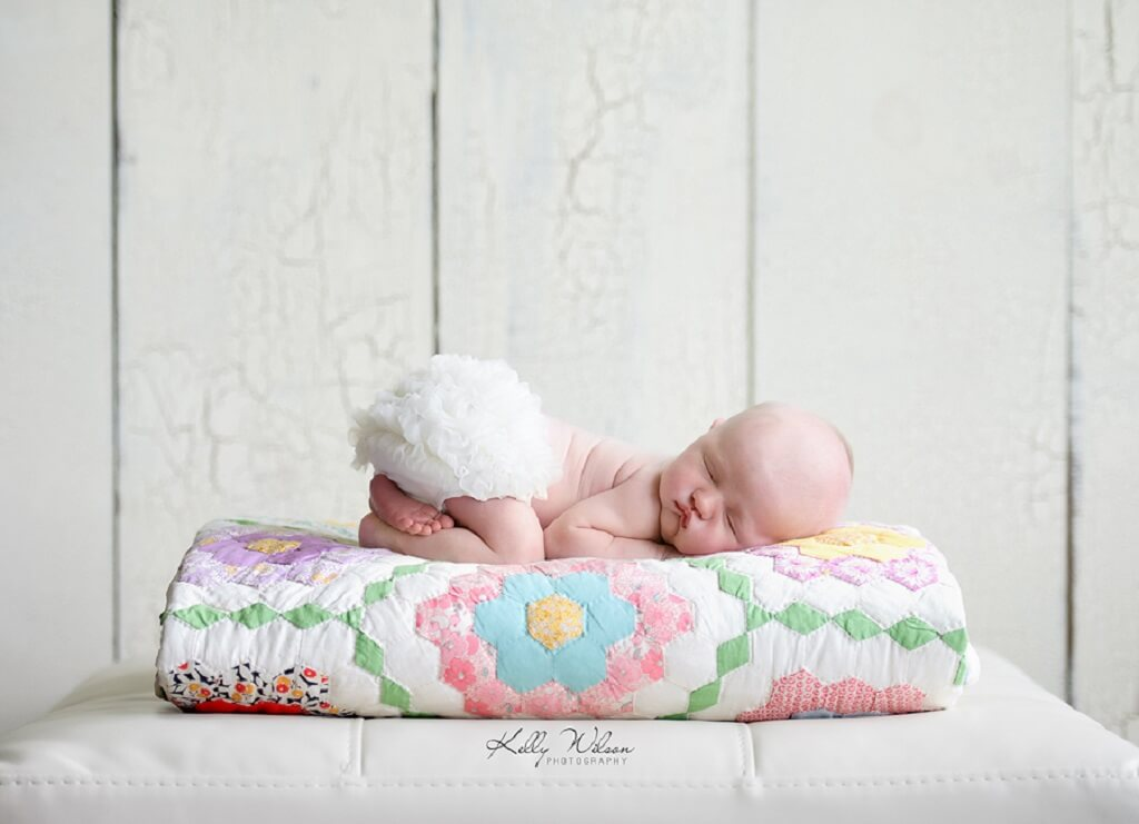 newborn photography tips blanket prop
