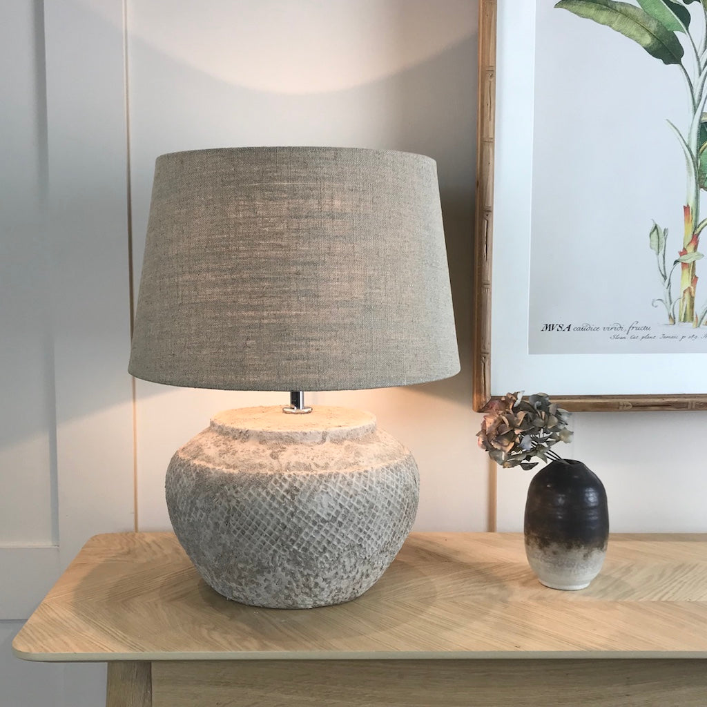 Textured Lattice Ceramic Table Lamp