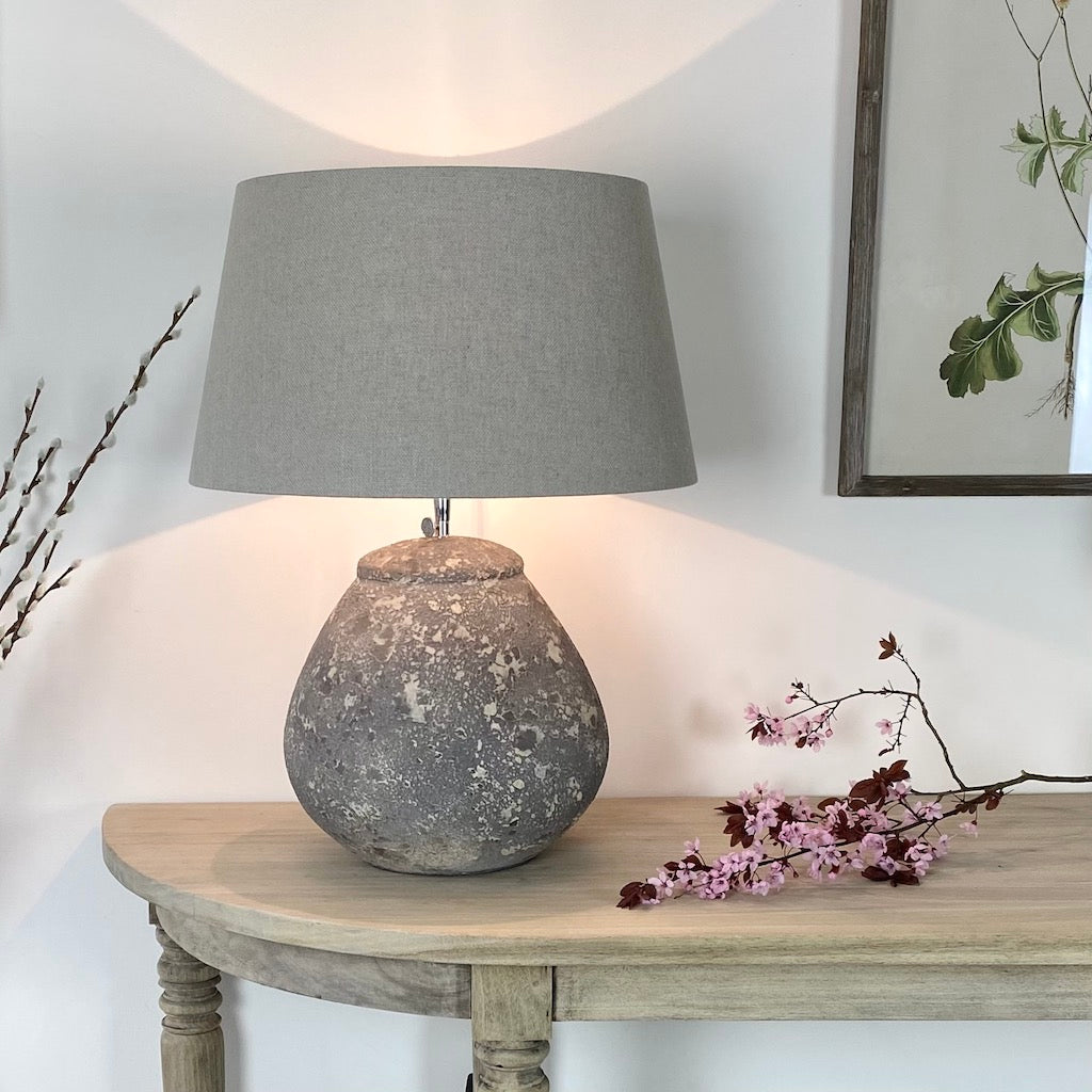 Amiata Bell Distressed Table Lamp