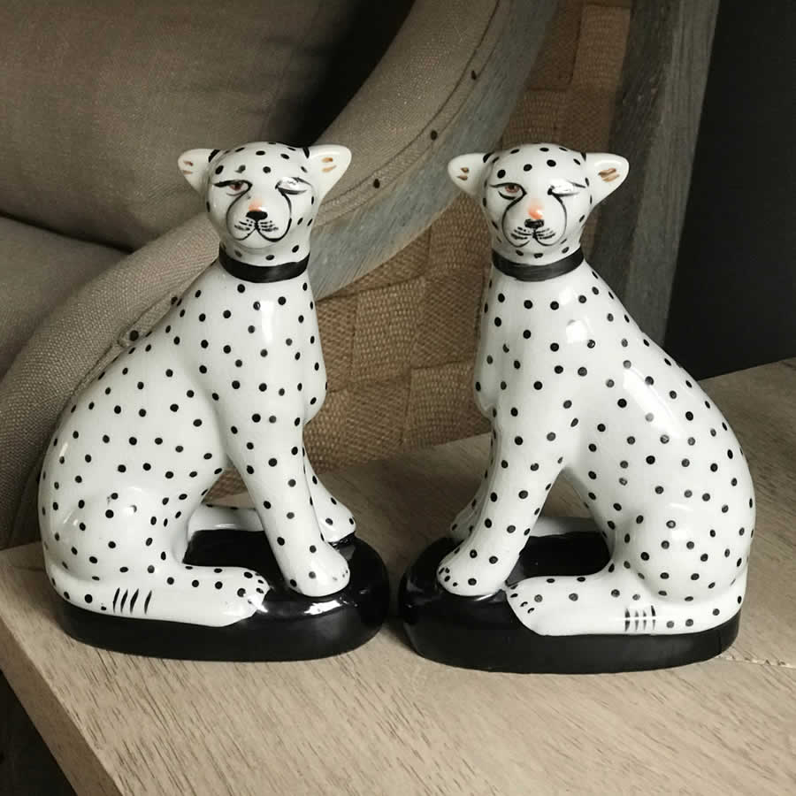 Sitting Cheetah Ornaments Set 2