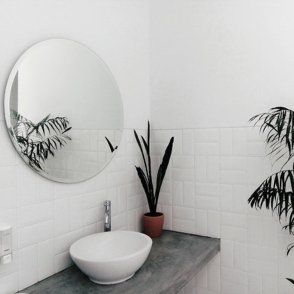 DYKE & DEAN | WHITE TILED BATHROOM
