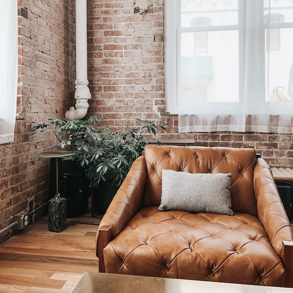 LEATHER ARMCHAIR | DYKE & DEAN