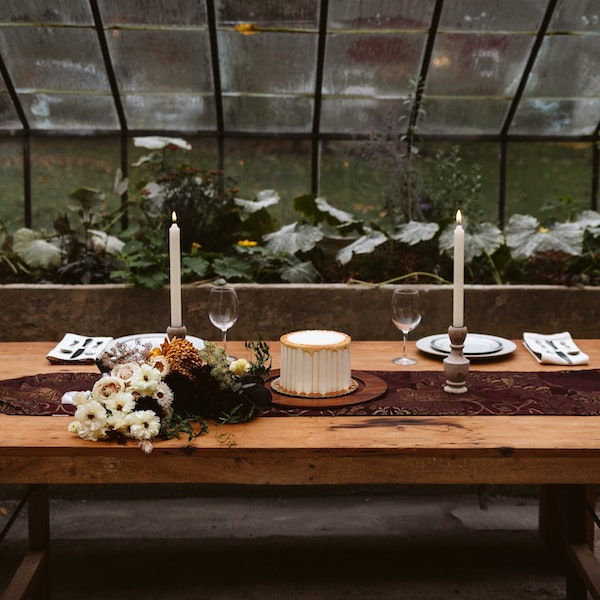 TABLE ARRANGEMENT | DYKE & DEAN