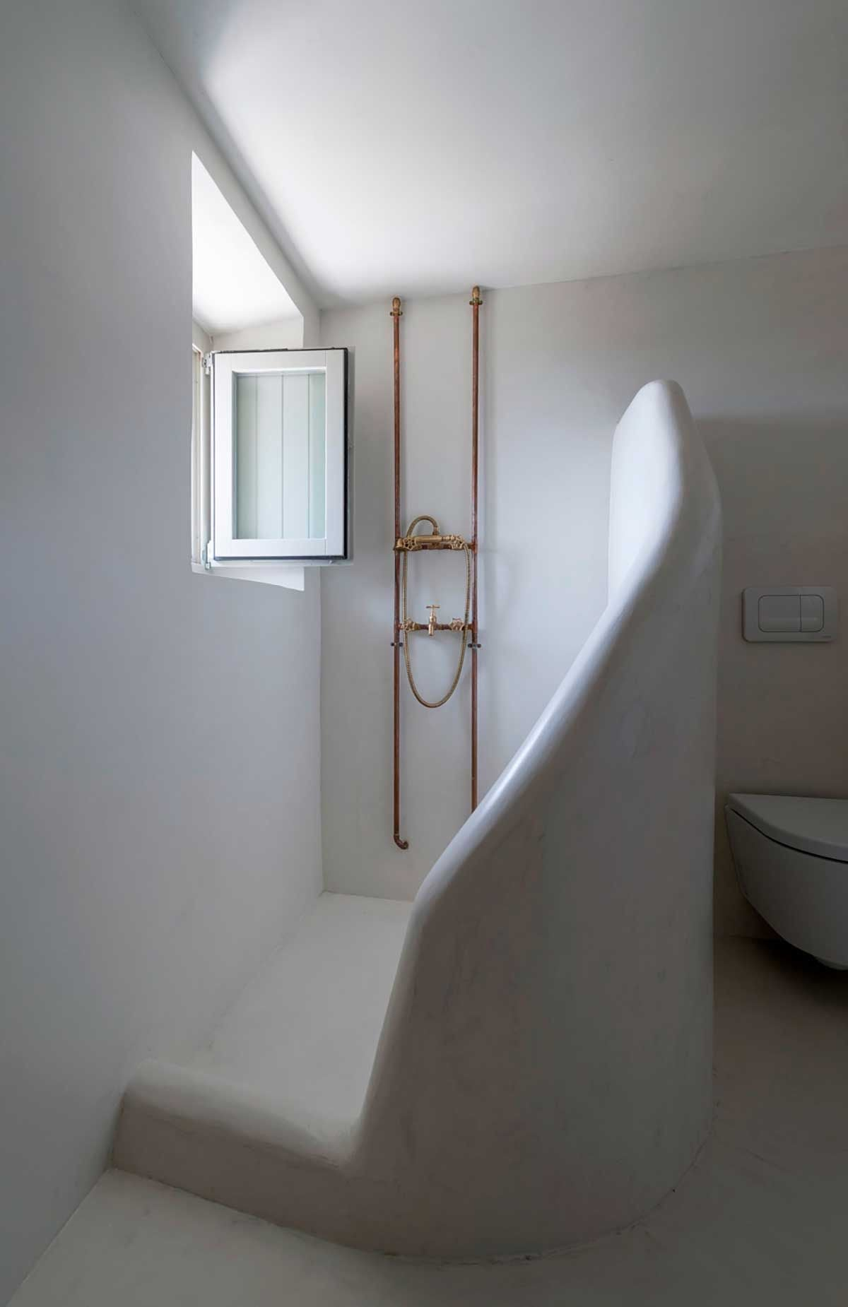 DYKE & DEAN | COPPER PIPE SHOWER