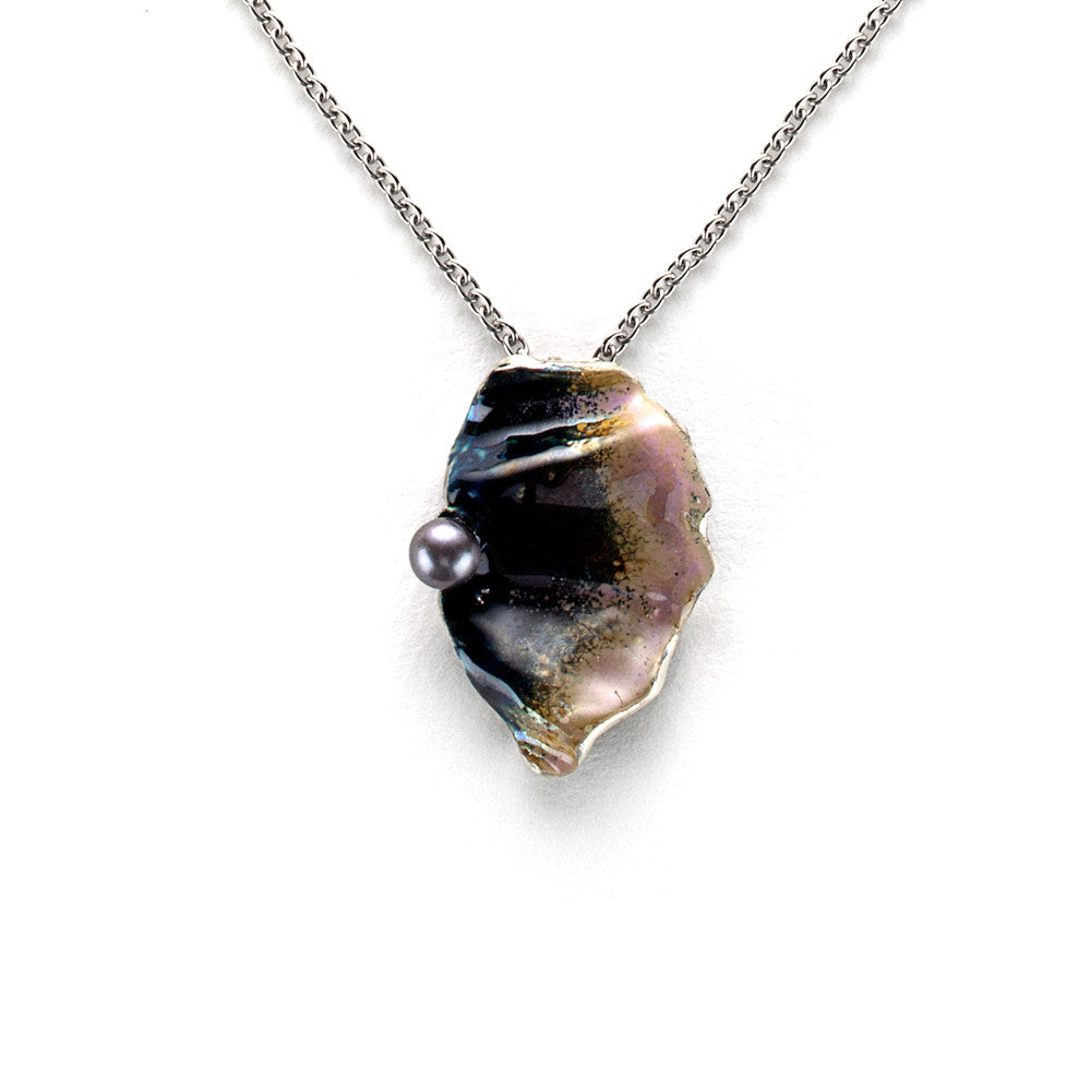 Half shell necklace in pink