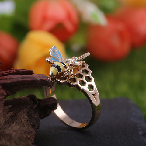Delicate Bumblebee Ring TH7