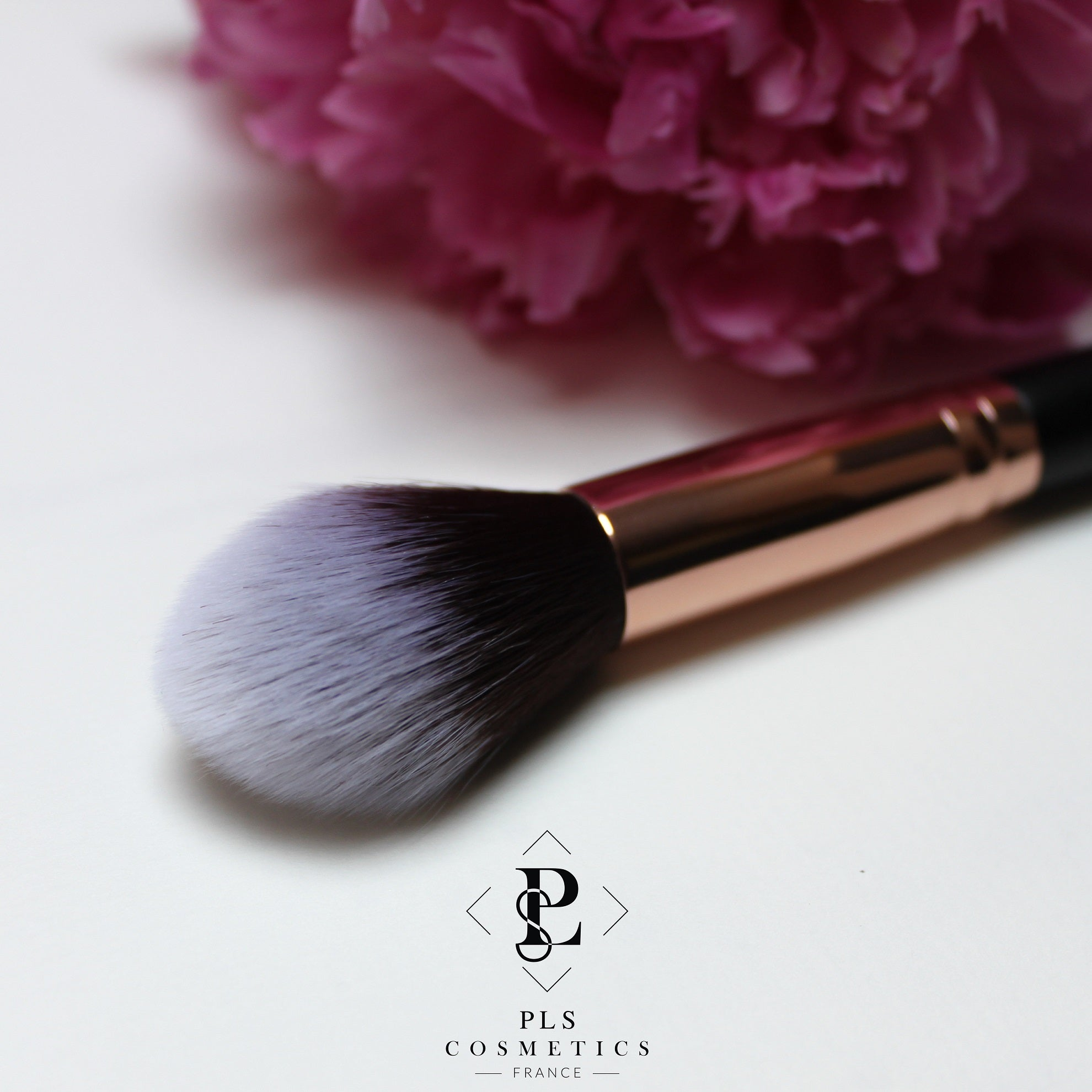 Pinceau à Maquillage ''Highlight Me !'' - PLS Cosmetics