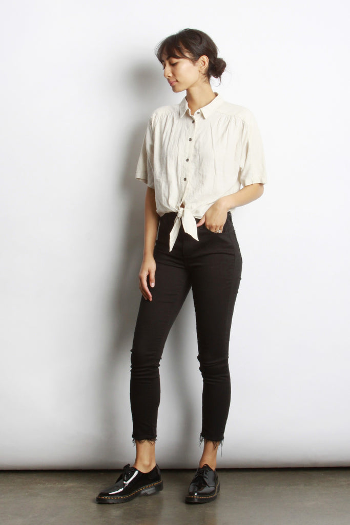 "</b><br><font size=""+1"">Button Tie Top</font>"