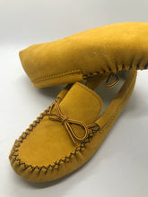 Load image into Gallery viewer, Bastien Ladies Indoor Moccasins