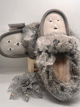 Load image into Gallery viewer, Laurentian Chief - Sheepskin Moccasins