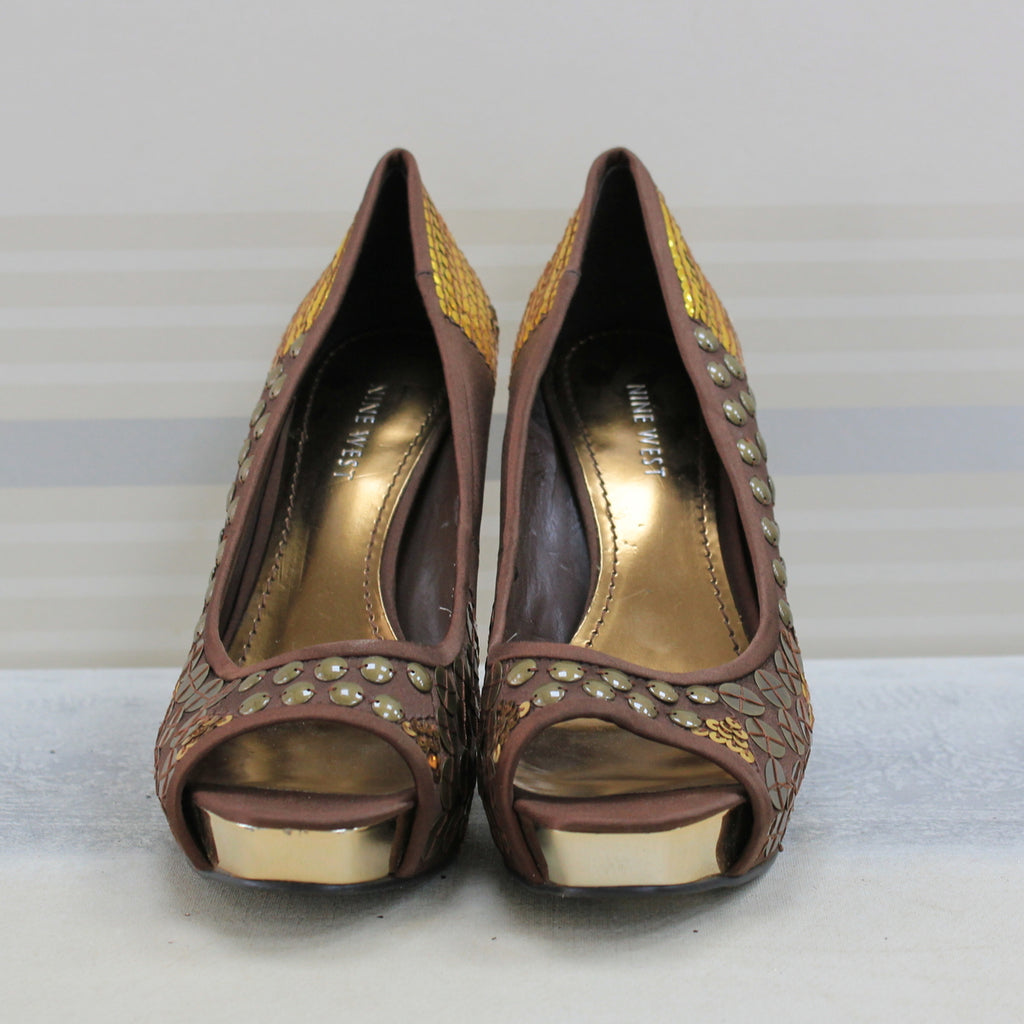 Brown sequined pump