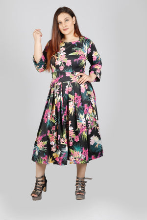 Open image in slideshow, Plus Size Floral Print Long Dress