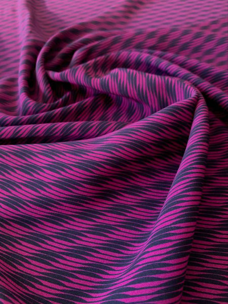 Fuchsia & Black wave effect on Crepe de Chine - Deadstock fabric on AmoThreads