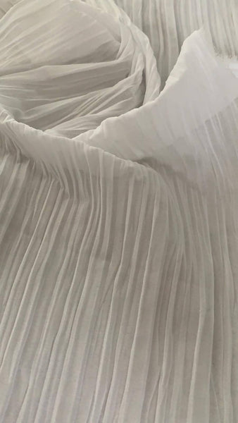 White pleated Chiffon - Deadstock fabric on AmoThreads