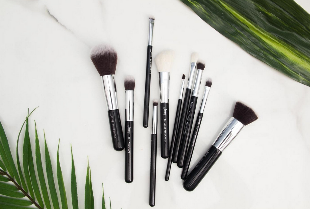 Makeup Bag Cleanout: How to Properly Wash Your Makeup Brushes