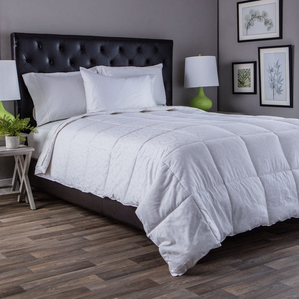 DownLinens 300 Thread Count Down Alternative Comforter