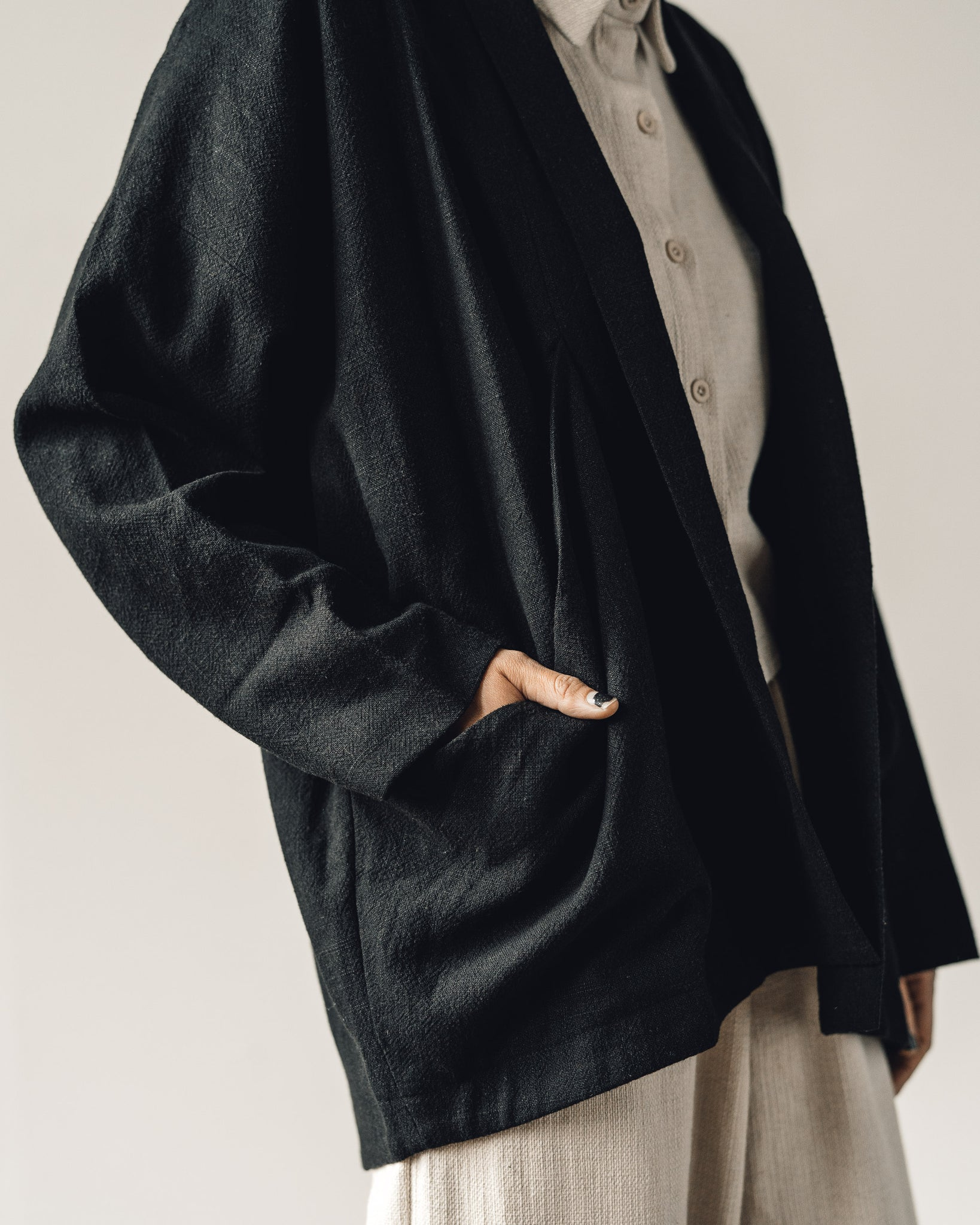 7115 Signature Linen Sumo Jacket, Black