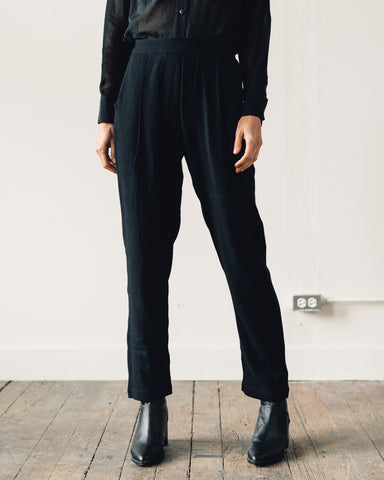 7115 Signature Relaxed Tapering Trouser, Black