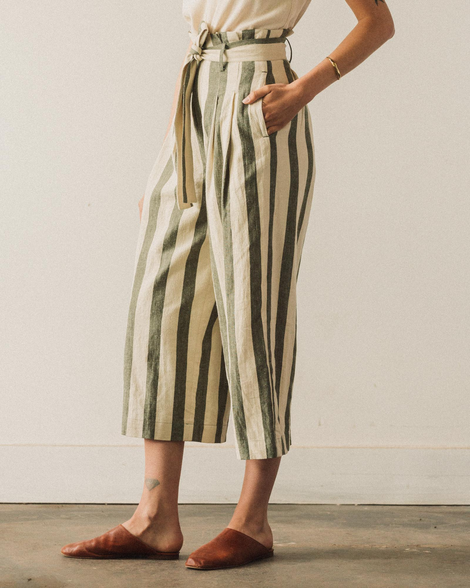 7115 Pleated Trouser, Light Stripe