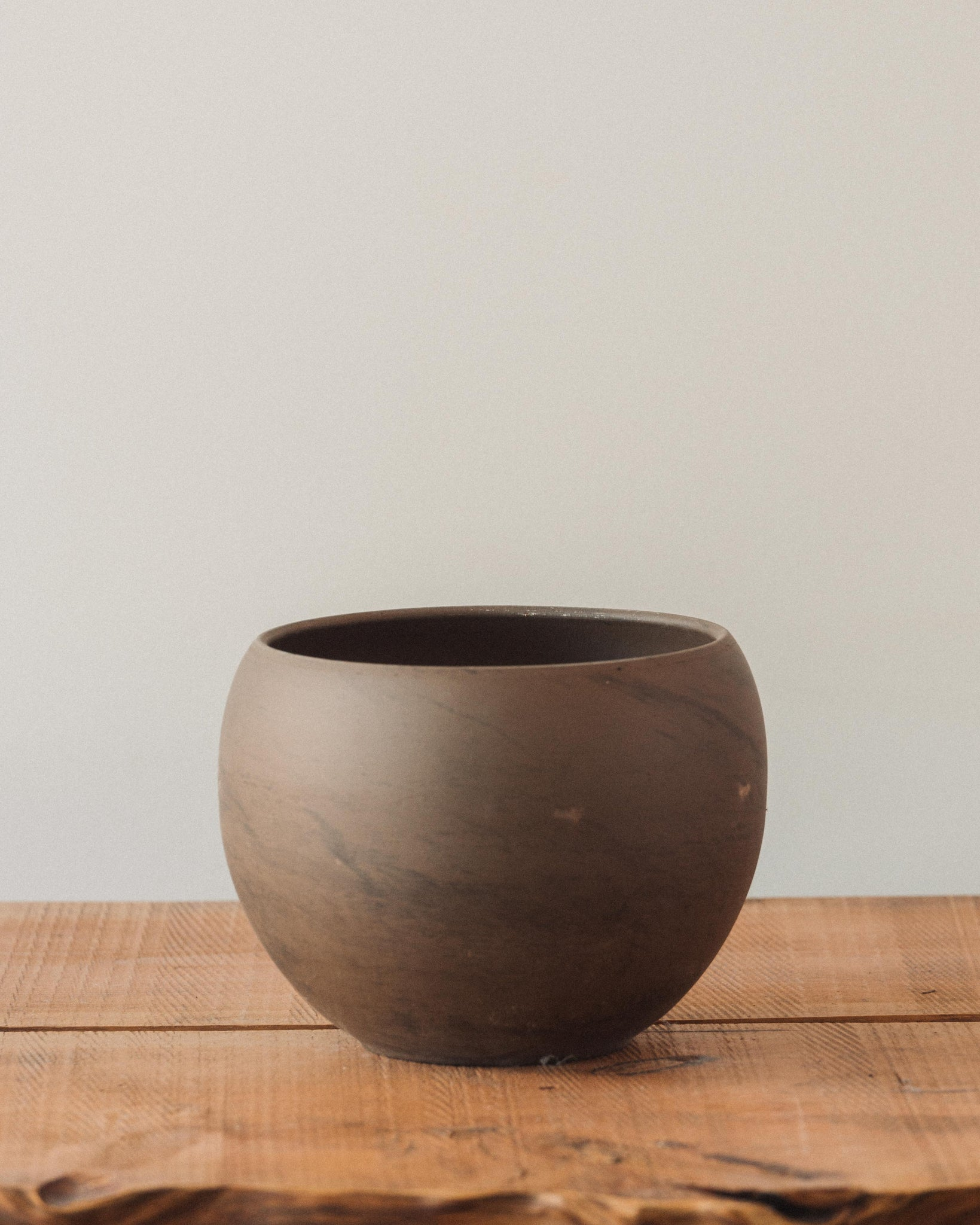 Astrid Pots, Grey Brown