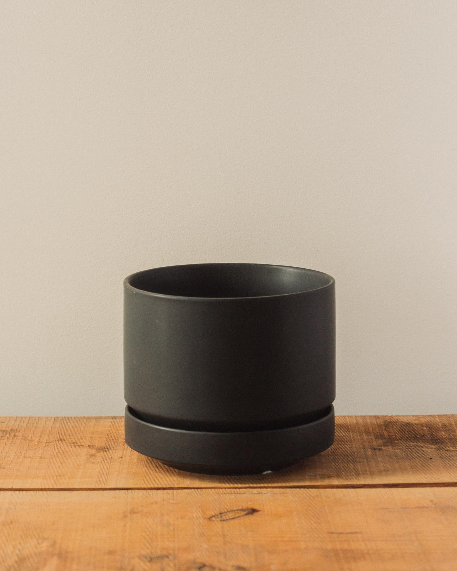 Round Two Pot, Black