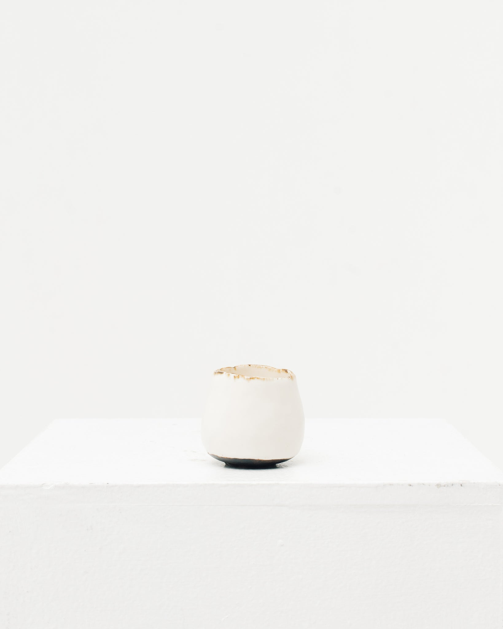 Ayame Bullock White Antique Rim Sake Cup