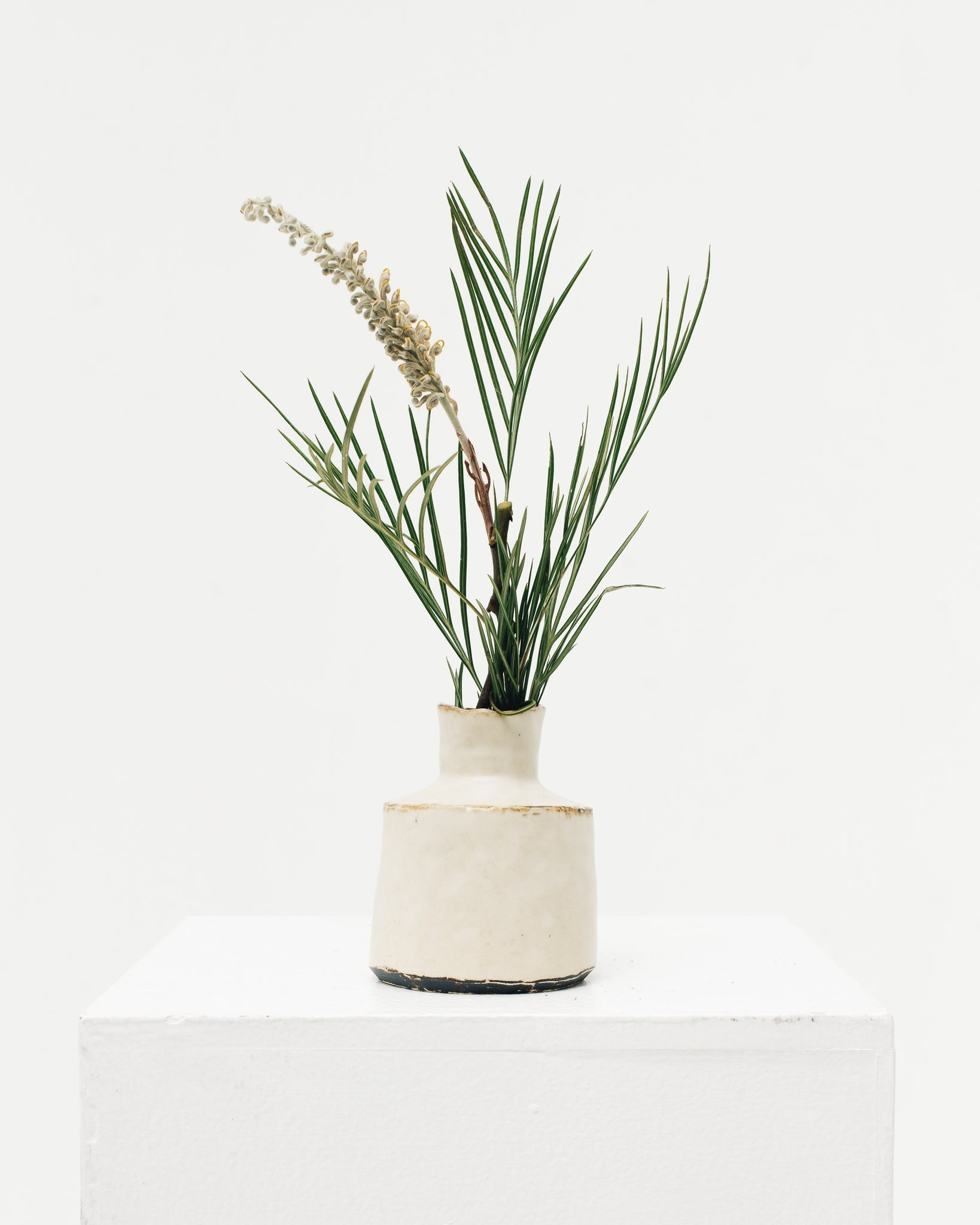 Ayame Bullock White Antique Simple Vase