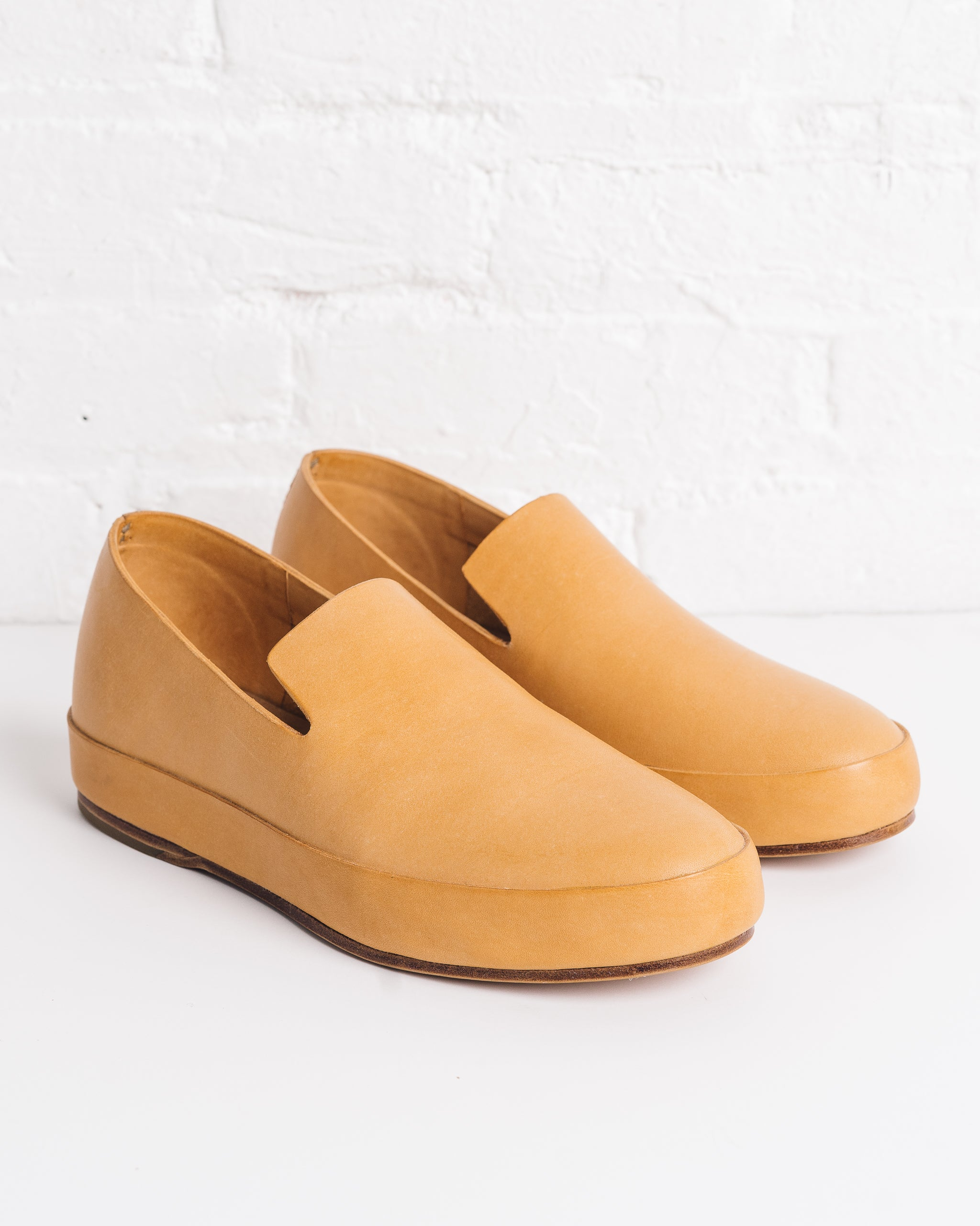 Feit Hand Sewn Slippers Natural, Men's