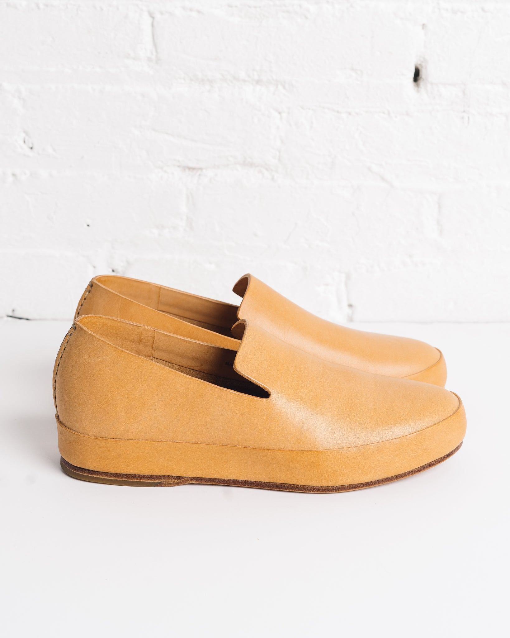 Feit Hand Sewn Slippers Natural, Mens