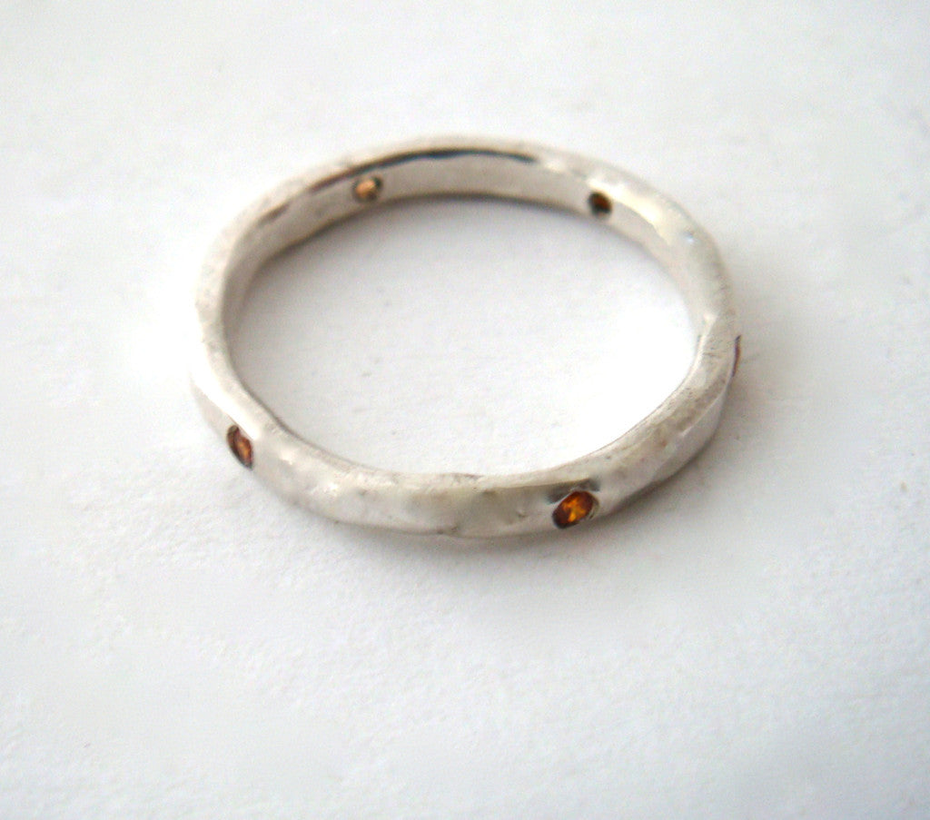 ring / band 2MM HAMMERED