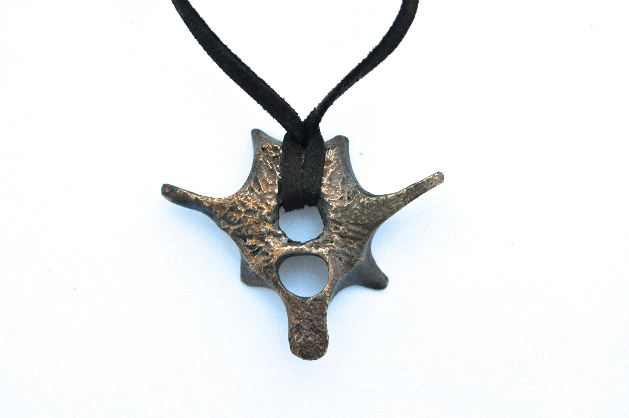wholesale/necklace/organic bone fragments brass pendants on leather