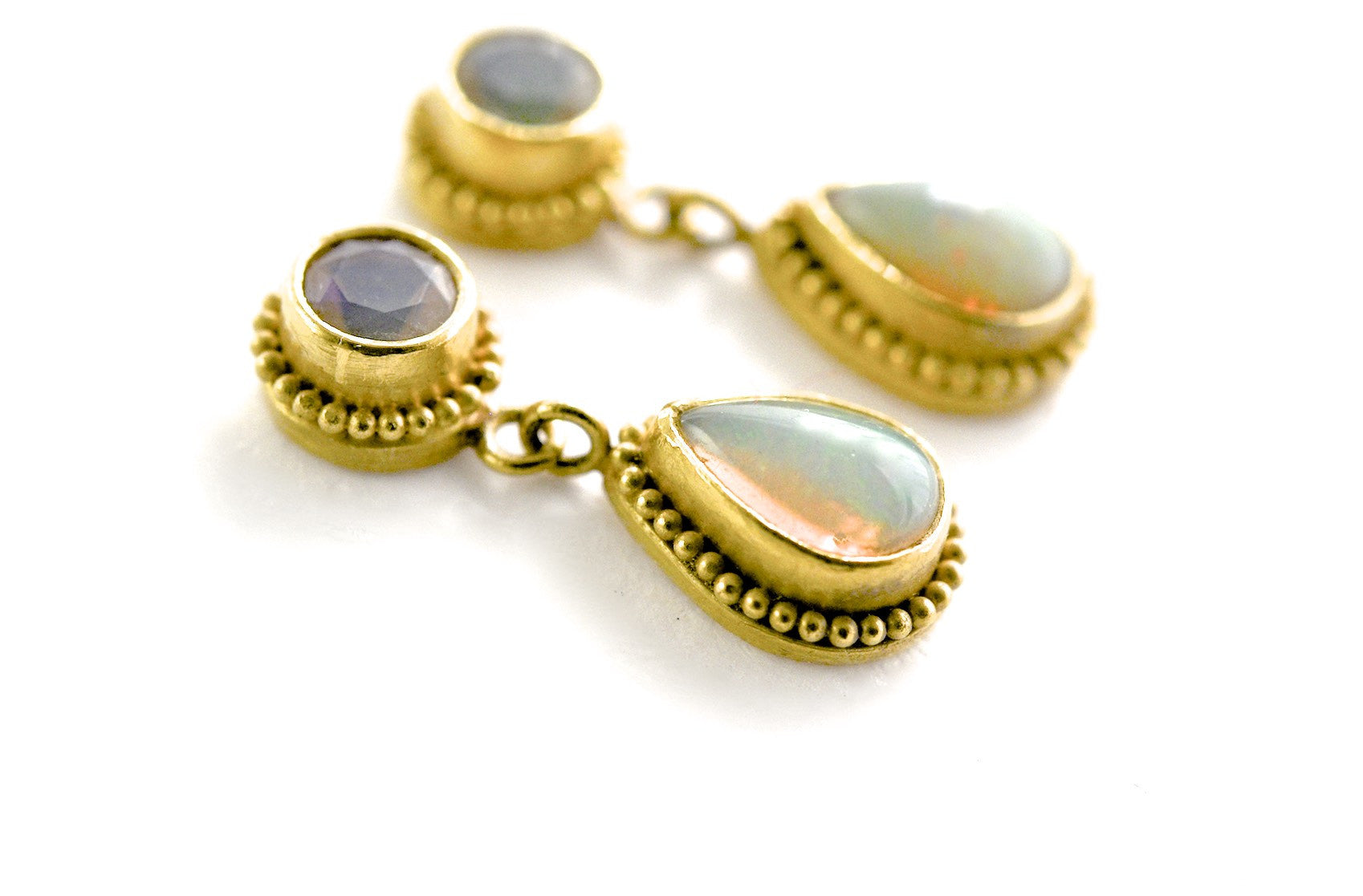 earrings / gold 22k granulation + opals