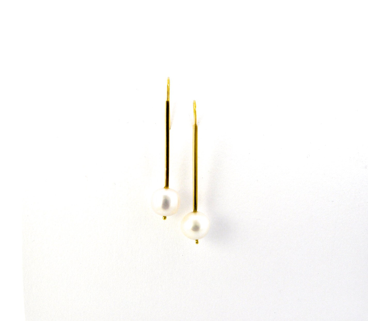 earrings / gold 18k bar with suspended pearls