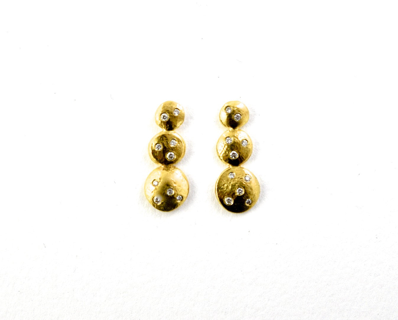 earrings / gold hammered 22k  graduated discs + diamonds