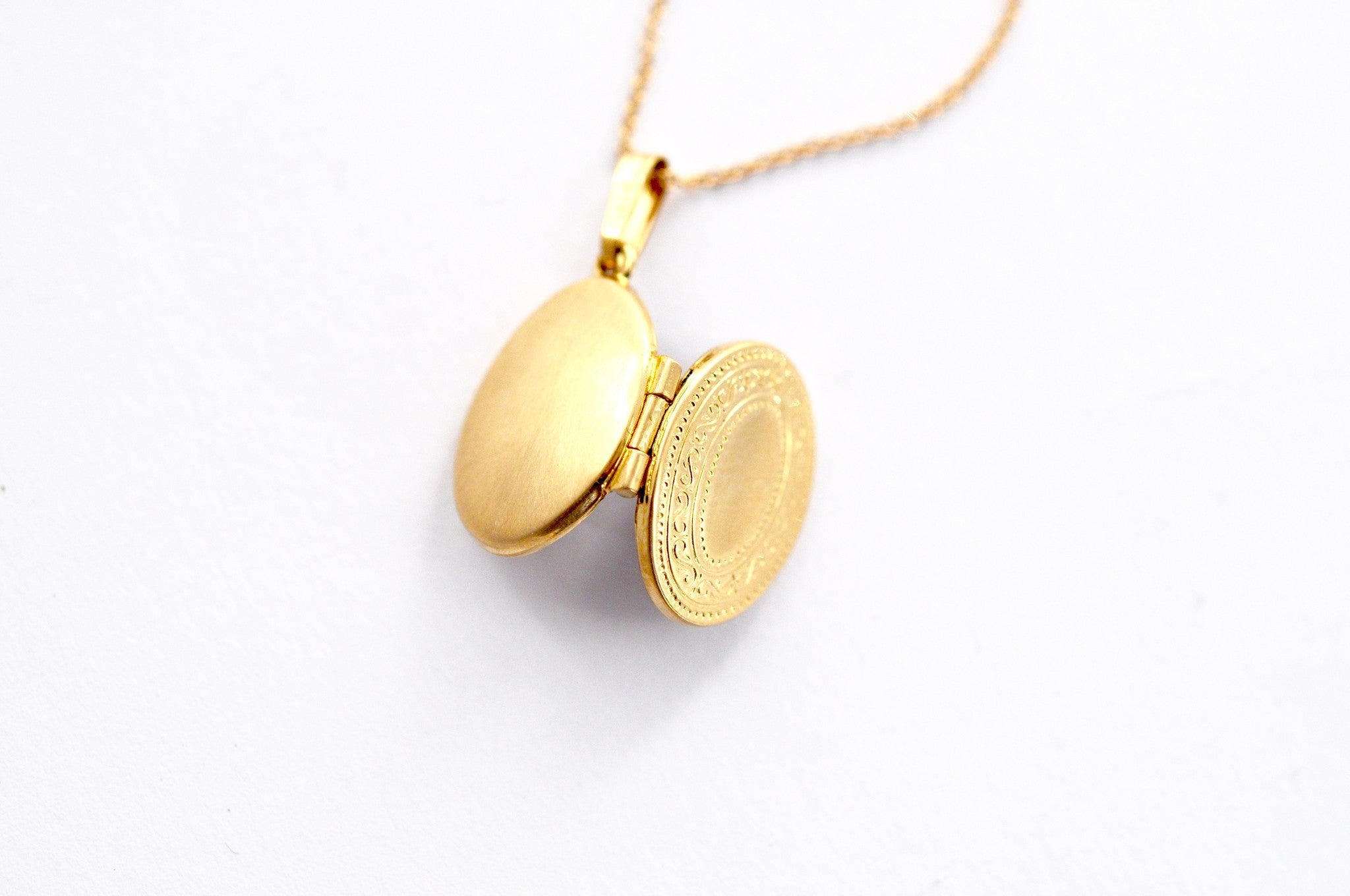 necklace / gold 14k 2-sided engraved tiny locket