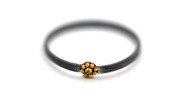 ring / ring TINY 22K GRANULATED ROSETTE