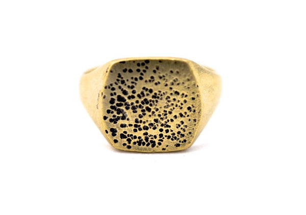 ring / signet ring SQUARE PITTED FINISH