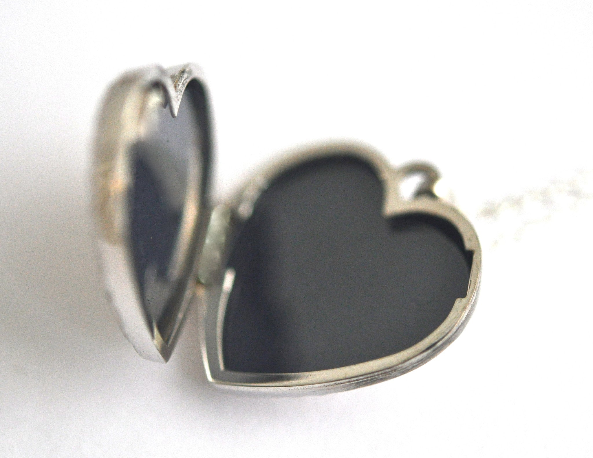 necklace / silver scroll heart locket