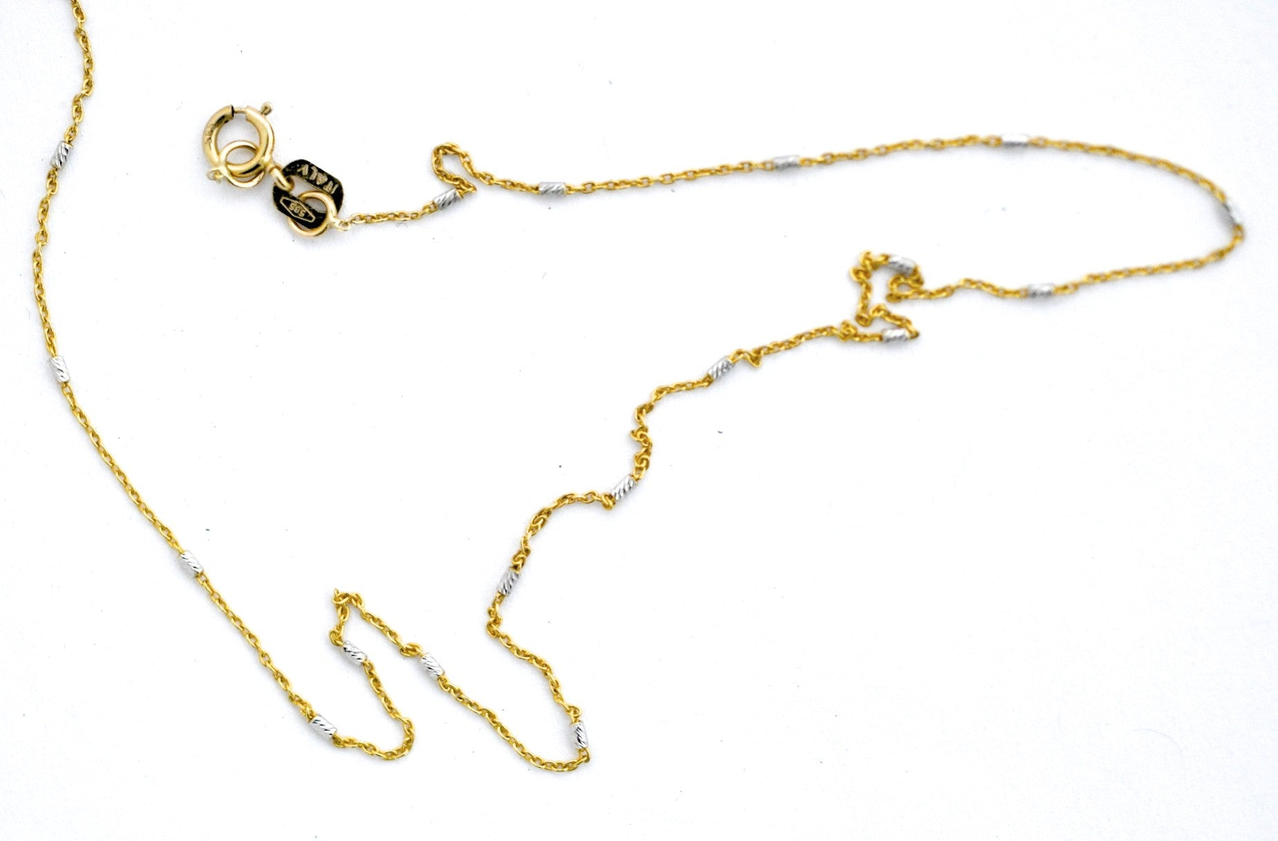 necklace / gold with 14k white gold stations very fine chain